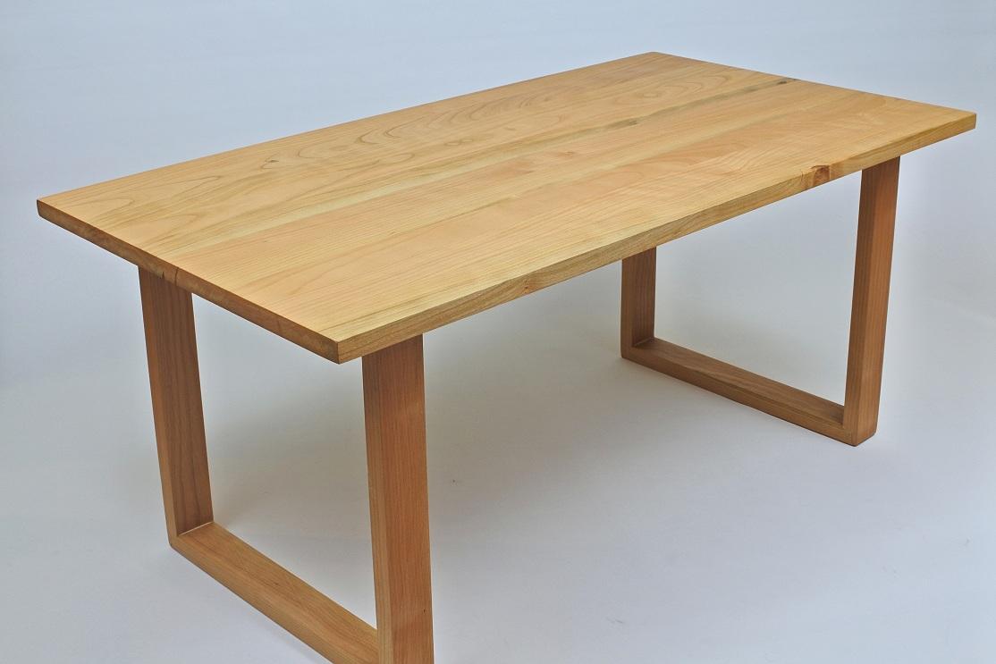 Masa din lemn de cires